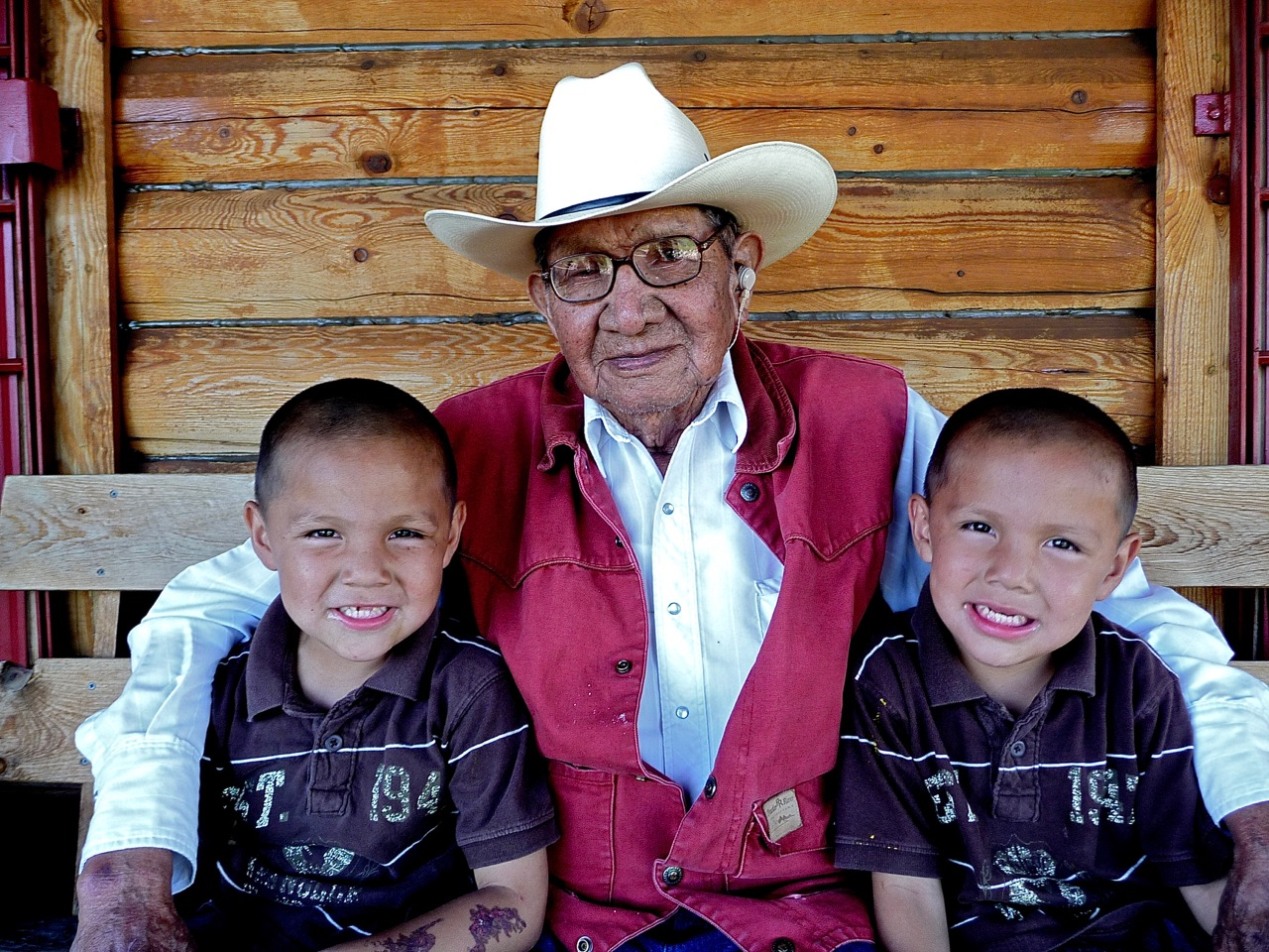 Pius Real Bird and Grandchildren, Crow, Custer Battlefield Trading Post, Crow Agency, Montana, USA, 2011.